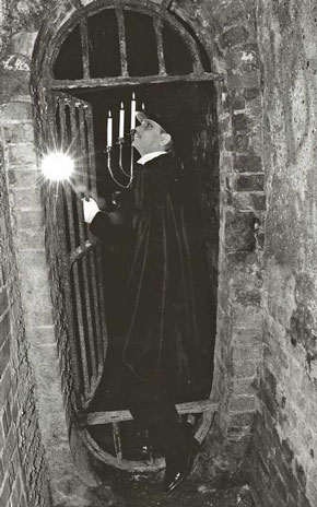 Ghost Walks Guide Richard Jones.